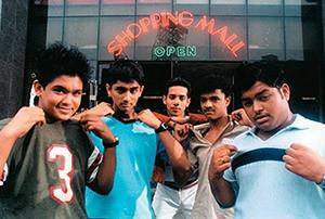 Paalpoalae Padhinaaril (Girlfriend) Song Lyrics
