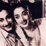 Pavadai Thavaniyil Song Lyrics
